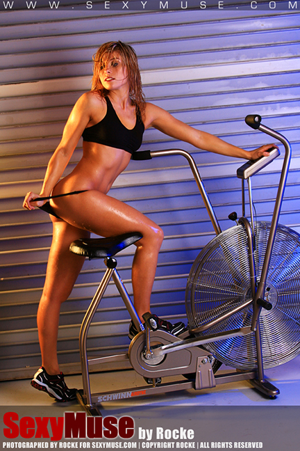 Fitness: SexyMuse model Kelly is bringing her bicycle for us!!!